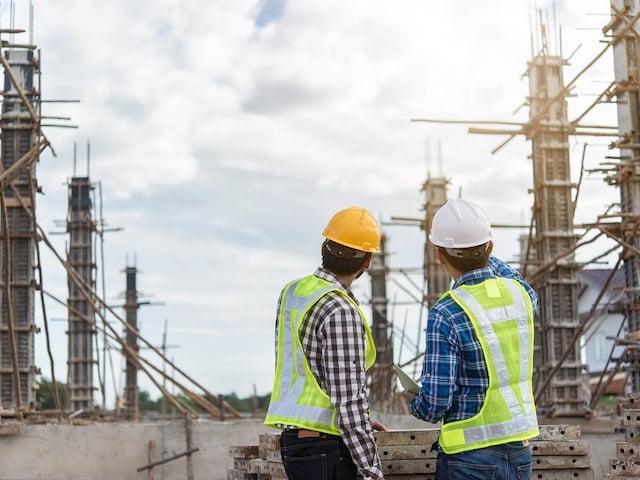 Jakie uprawnienia i obowiązki posiada kierownik budowy?
