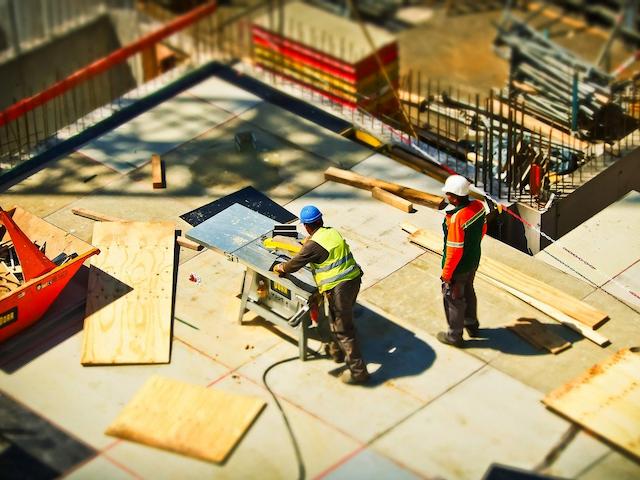 Błędy popełniane podczas wykonania fundamentów – jak może pomóc rzeczoznawca budowlany?
