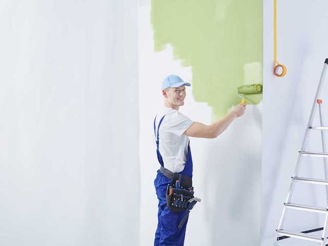 Błędy w malowaniu ścian – czy rzeczoznawca budowlany pomoże?